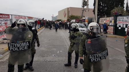 Ξύλο, χημικά και 2 τραυματισμοί στο Υπ. Παιδείας! ΠΑΜΕ: Καταγγέλλει την άγρια καταστολή στην κινητοποίηση των εκπαιδευτικών – Τα πρώτα φωτορεπορτάζ από τις μαζικές συγκεντρώσεις Εκπαιδευτικών σε Αθήνα, Θεσ/νίκη