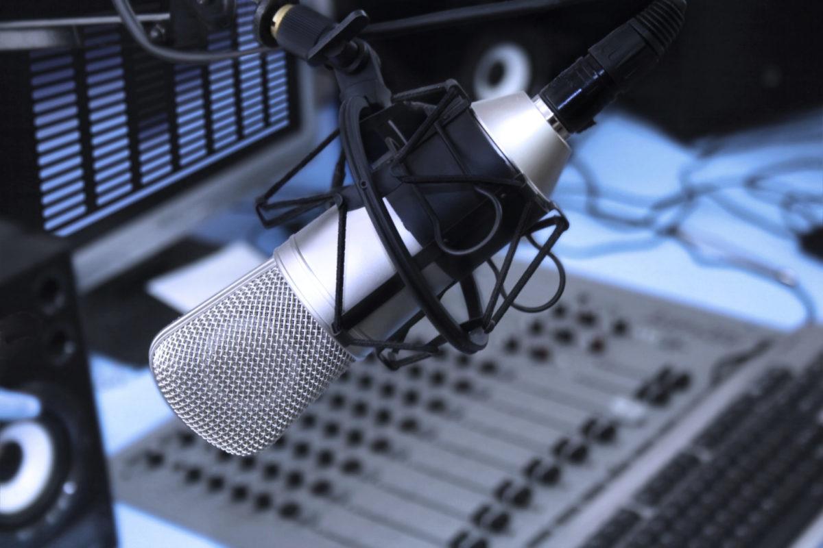 1η ραδιοφωνική εκπομπή στο web radio του ΠΑΜΕ Εκπαιδευτικών για την εξ αποστάσεως διδασκαλία. Μεταξύ των ομιλητών, συναδέλφων εκπαιδευτικών,  η Ντιάνα Λιάκου, νηπιαγωγός μέλος του ΔΣ του Συλλόγου Εκπαιδευτικών Π.Ε. Γ.ΣΕΦΕΡΗΣ